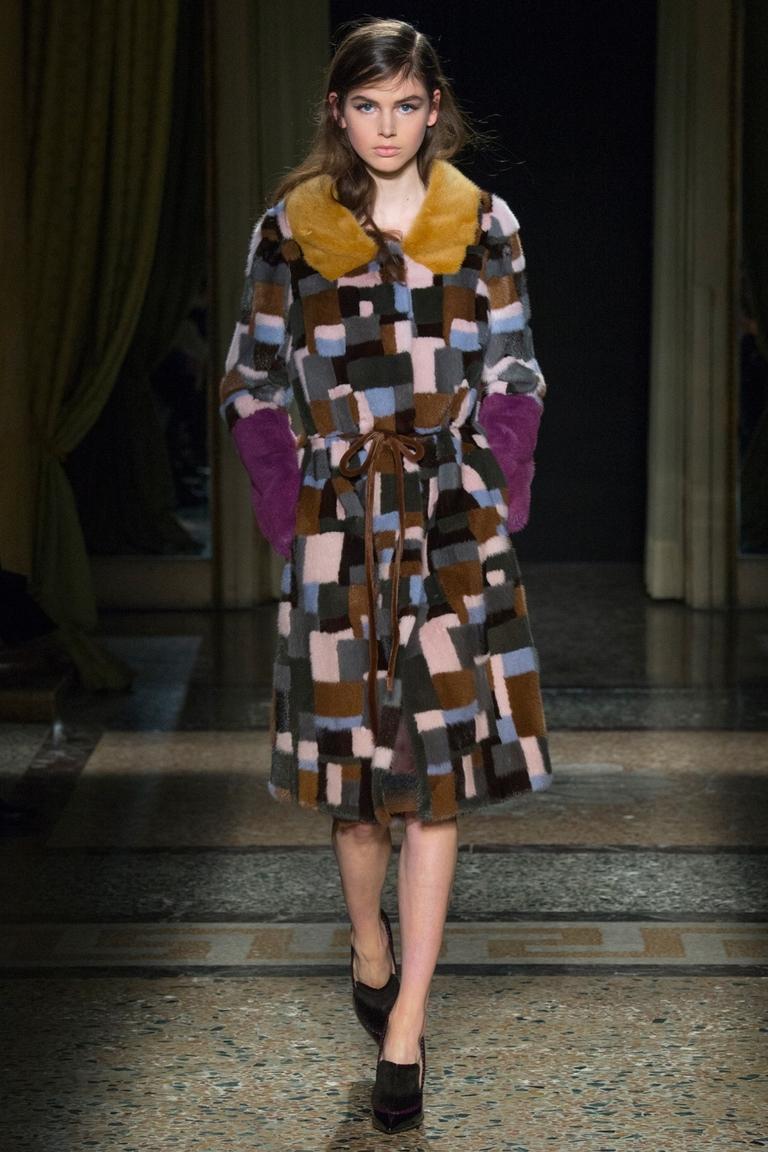 Модное пальто 2015 с геометрическим принтом — Aquilano.Rimondi