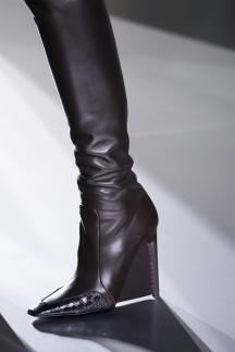 Модные коричневые сапоги на танкетке осень-зима 2014-2015 – Balenciaga