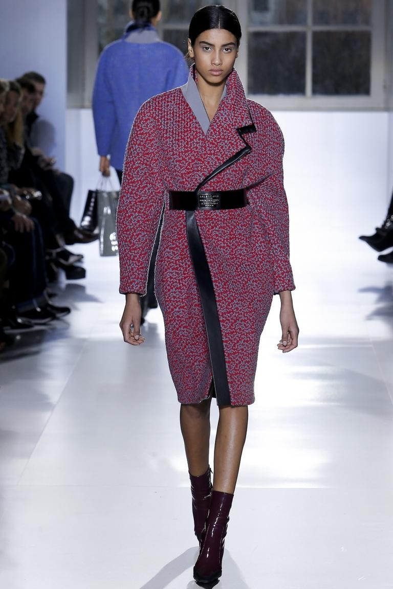 Модное пальто 2015 – фото новинка в коллекции Balenciaga