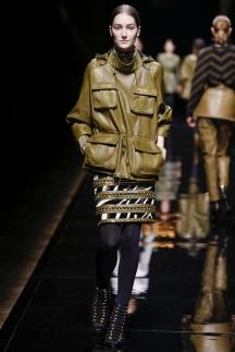 Фото модной кожаной куртки в стиле милитари осень-зима 2014-2015 – Balmain