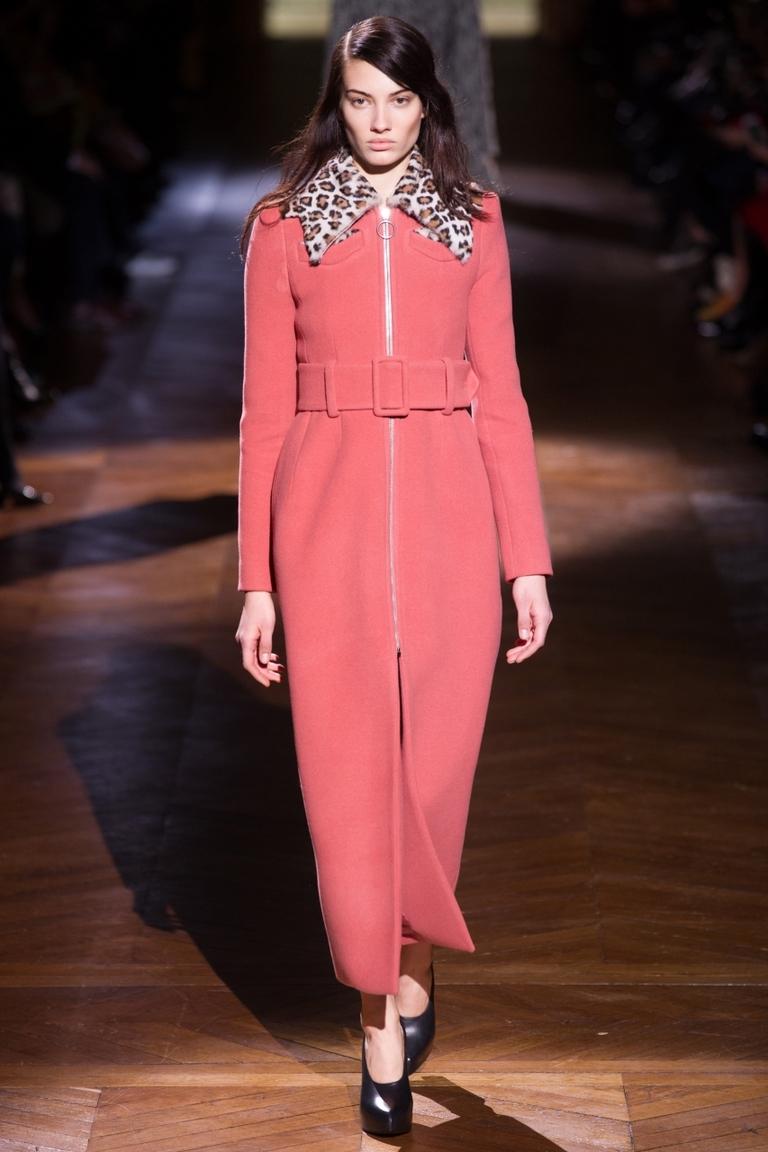 Розовое модное пальто 2015 – фото новинка в коллекции Carve