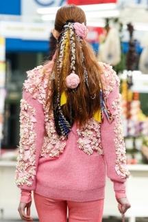 Модная прическа 2015 с яркими аксессуарами – Chanel