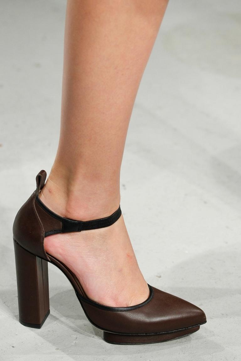 Модные туфли с толстым каблуком 2015 – фото новинка в коллекции Christopher Kane