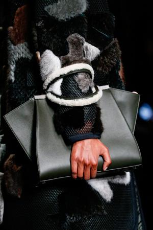 Модная сумка с меховыми ручками – осень-зима 2014-2015 – Fendi