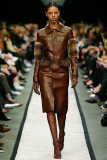 Коричневый плащ с меховыми вставками - Givenchy