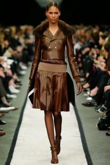 Коричневая кожаная куртка с мехом осень-зима 2014-2015 – Givenchy