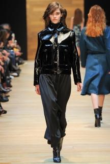 Лакированная черная кожаная куртка осень-зима 2014-2015 – Guy Laroche