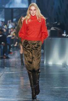 Красная модная кофта водолазка 2015 - H&M Studio