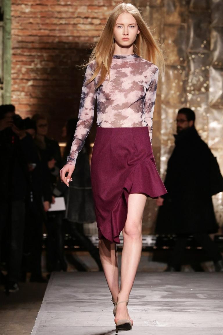 Модная бордовая юбка 2015 с неровным краем – фото новинка в коллекции Kaelen