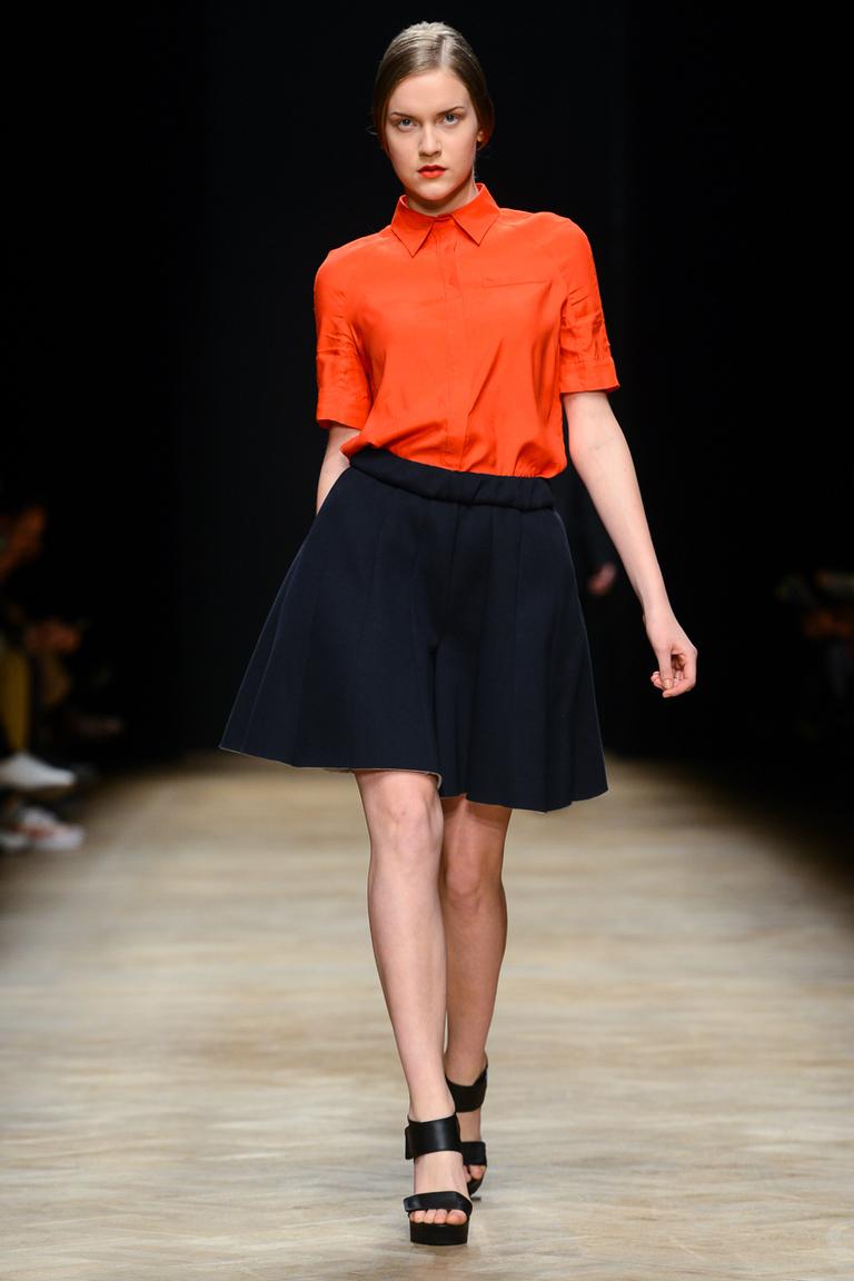 Оранжевая рубашка с пышной юбкой – фото новинки от Ksenia Schnaider