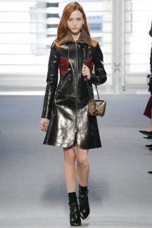 Модный плащ 2015 с цвтными вставками - Louis Vuitton