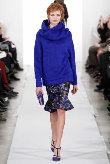 Синяя яркая модная кофта водолазка Oscar de la Renta