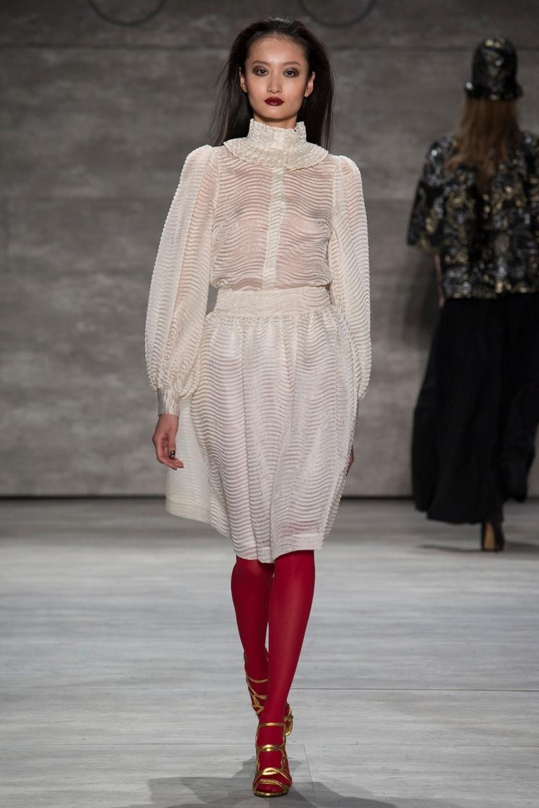 Белая модная рубашка 2015 с воздушным рукавом – фото новинка в коллекции Ruffian