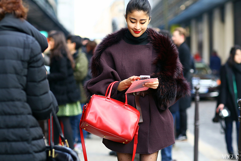 Модное пальто с меховым воротником – фото новинки сезона