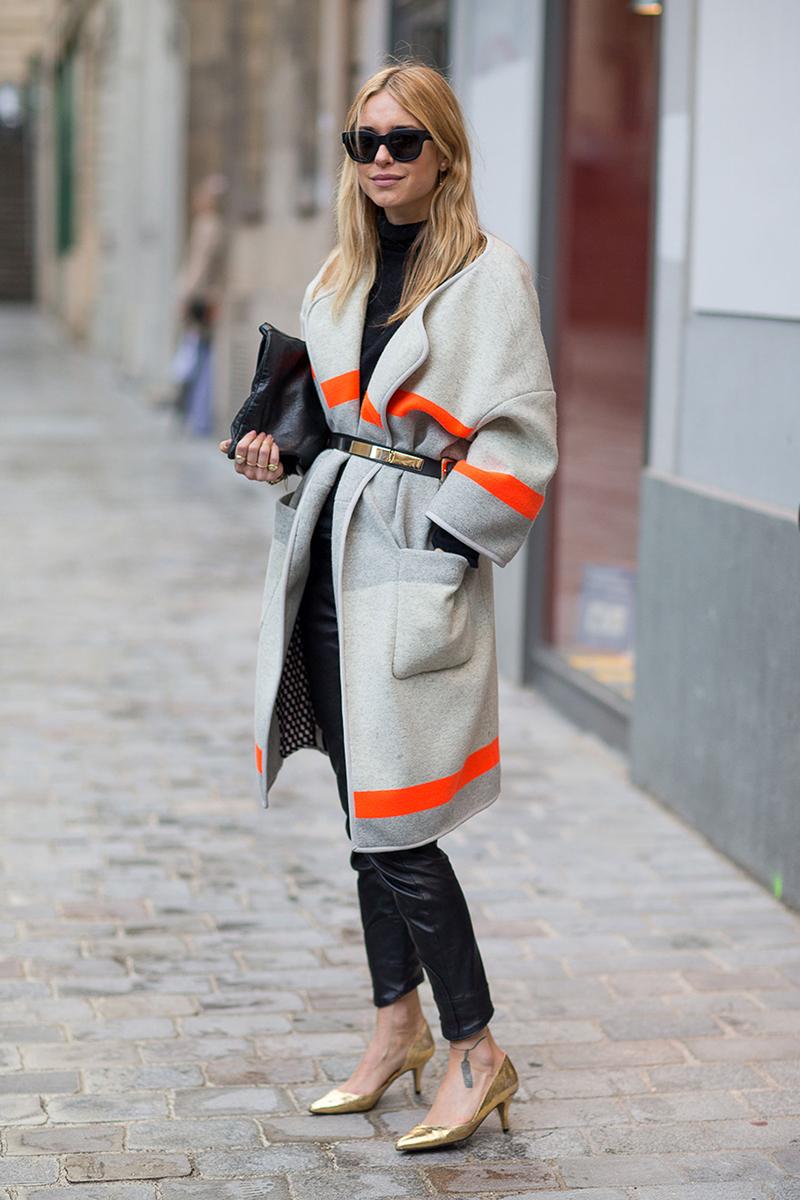 Модное женское пальто с поясом – фото новинки сезона