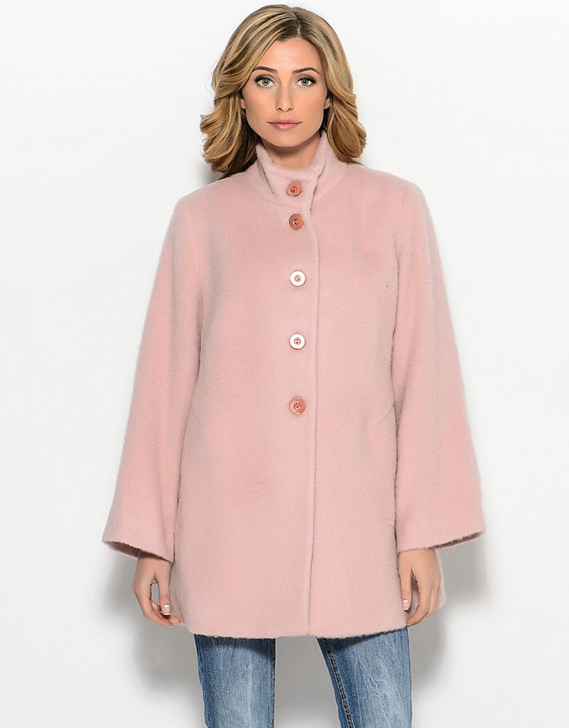 Короткое нежно-розовое пальто трапеция – фото новинки сезона
