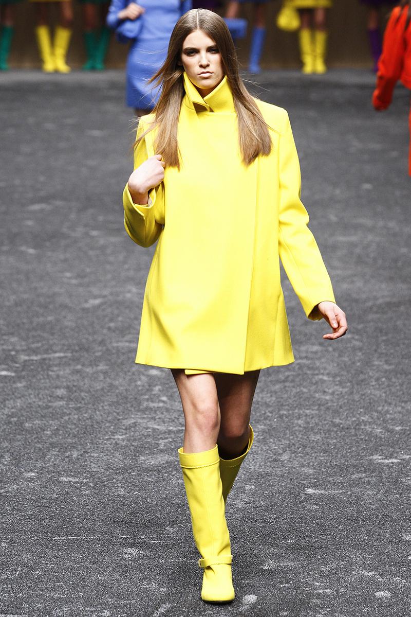 Фото новинки: желтое пальто трапеция