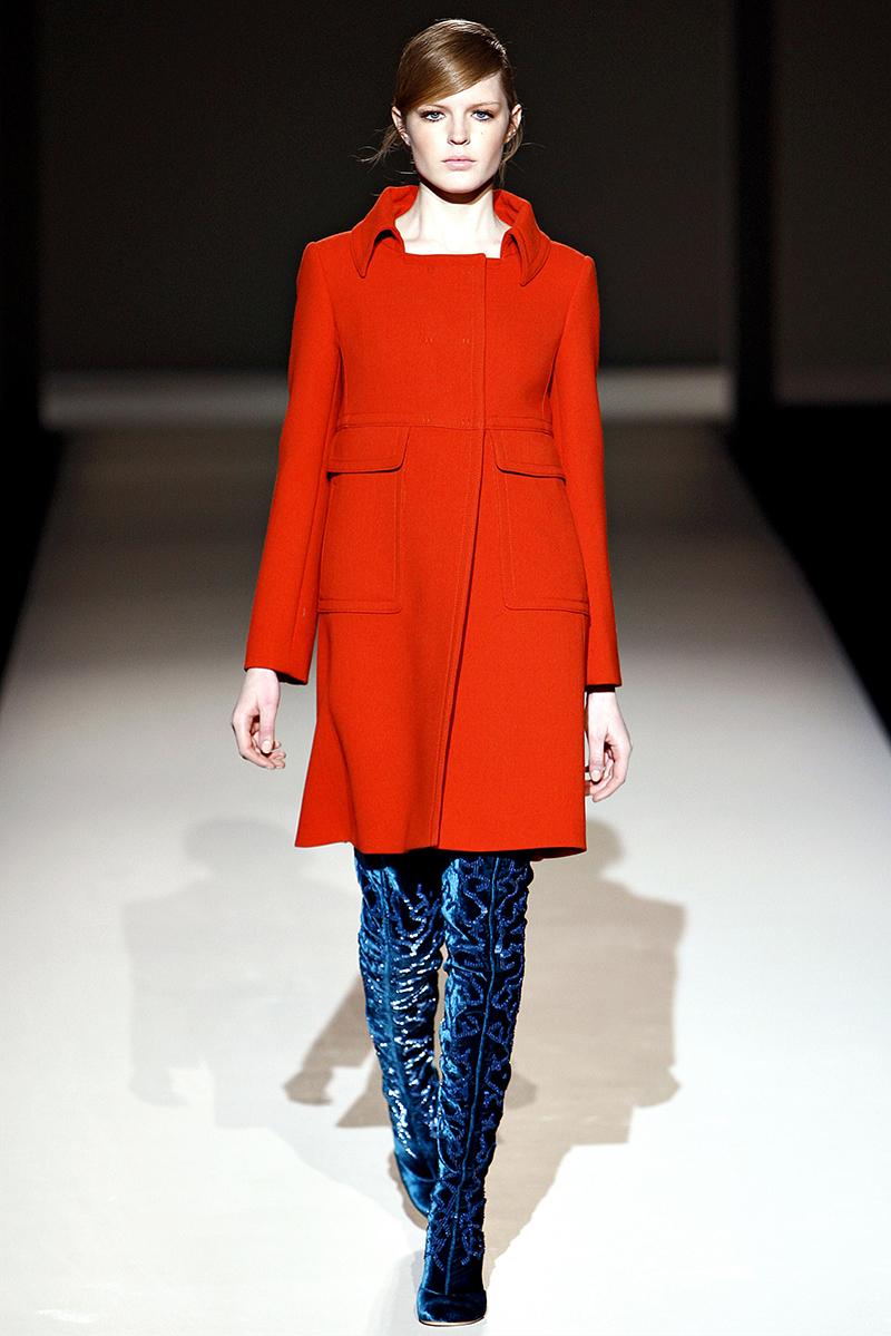 Оранжевое женское пальто фасона трапеция – фото новинки сезона
