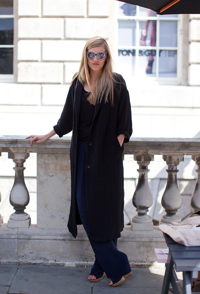 Длинное черное женское пальто