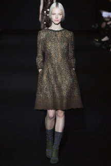 Модное платье осень-зима 2014-2015 – фото Alberta Ferretti