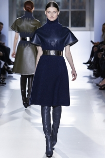 Кожаное модное платье осень-зима 2014-2015 – Balenciaga