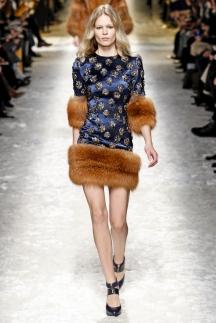 Модное платье с мехом осень-зима 2014-2015 фото Blumarine