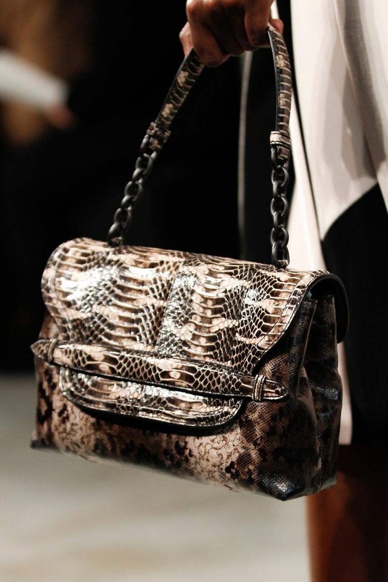 Модная леопардовая сумка – фото новинка в коллекции Bottega Veneta