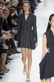 Длинный модный пиджак осень-зима 2014-2015 – Christian Dior