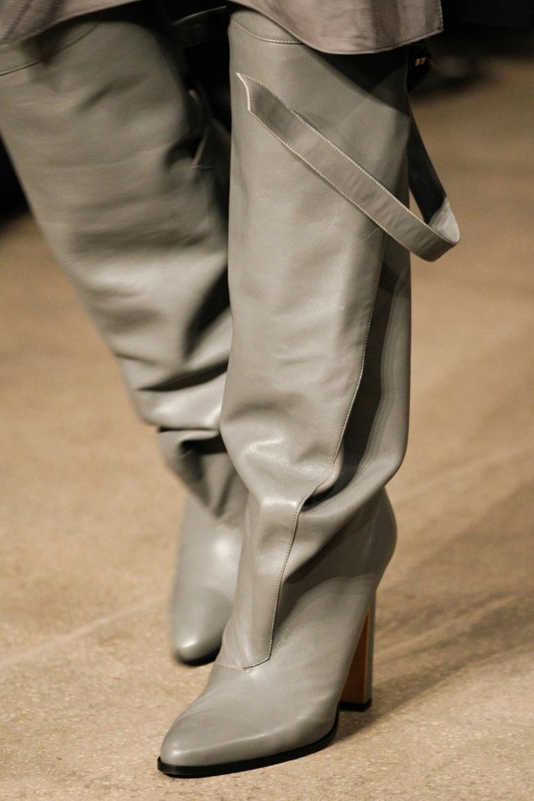 Серые модные сапоги 2015 – Derek Lam