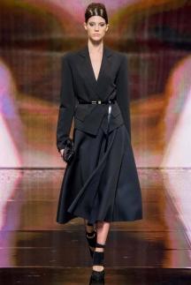 Серый модный пиджак с ремнем осень-зима 2014-2015 – Donna Karan