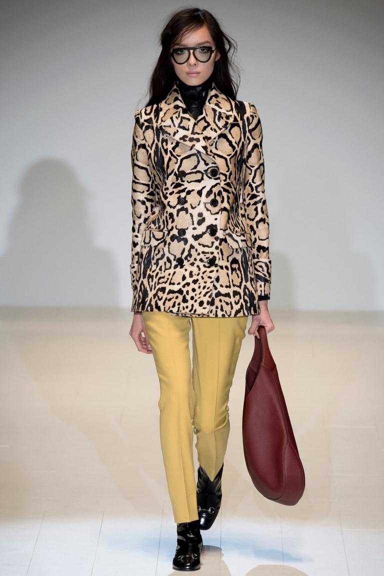 Модный пиджак с леопардовым узором – фото новинка от Gucci