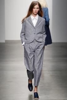 Укороченный серый модный пиджак фото осень-зима 2014-2015 – Karen Walker