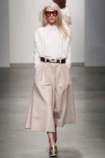 Модная белая рубашка осень-зима 2014-2015 – Karen Walker