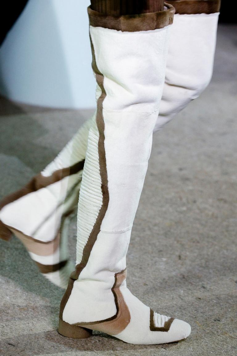 Белые замшевые модные сапоги 2015 – Marc Jacobs