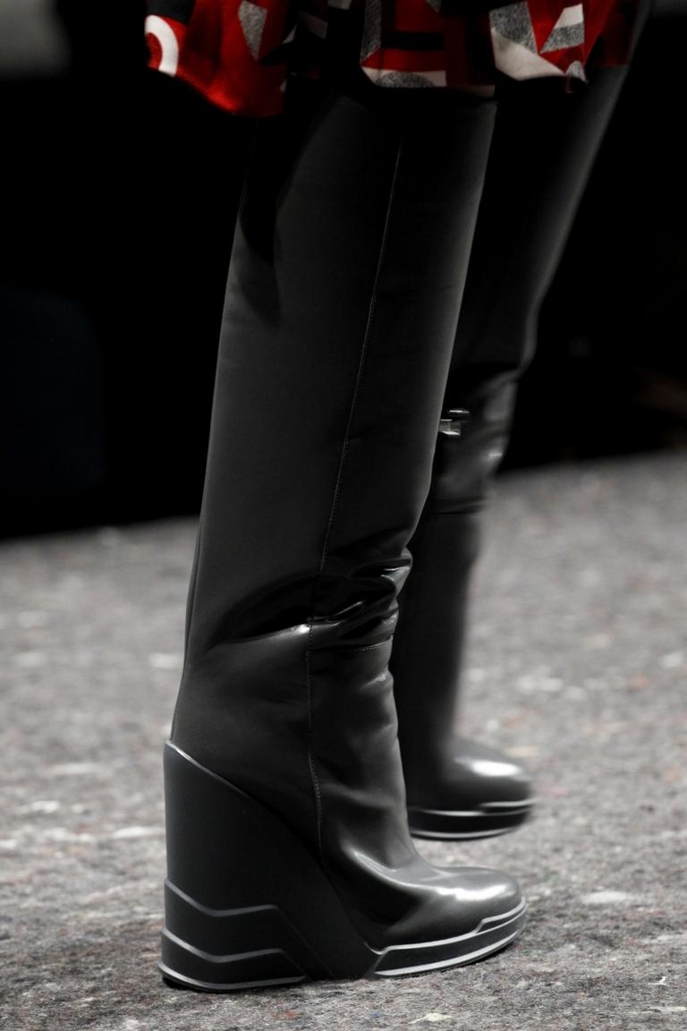 Черные модные сапоги 2015 – фото Prada
