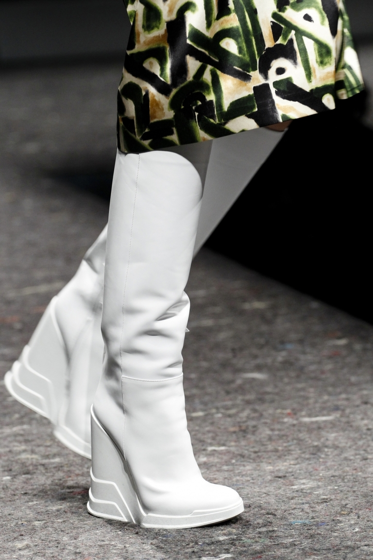 Фото модных белых сапог 2015 – фото коллекции Prada