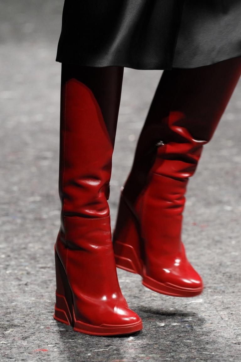 Красные модные сапоги 2015 на платформе – фото новинка от Prada