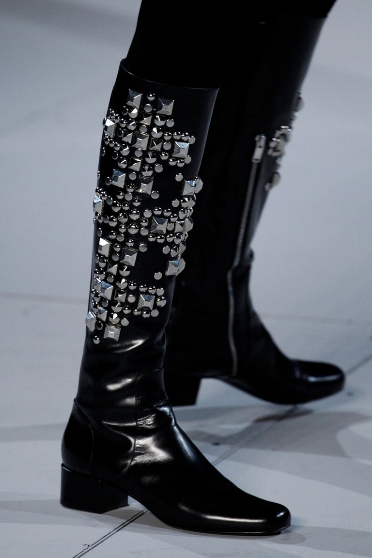 Черные модные сапоги 2015 со стразами – фото коллекци Saint Laurent