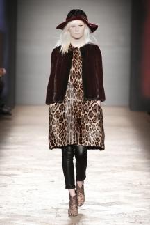 Леопардовый принт 2015-2016 на платьях, штанах Фото | Модные