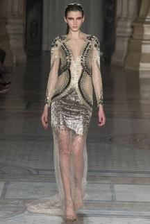 Модное длинное платье осень-зима 2014-2015 с прозрачной юбкой – Julien Macdonald