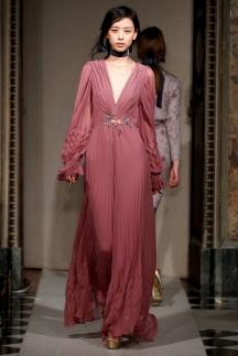 Красивое и модное длинное розовое платье осень-зима 2014-2015 – Luisa Beccaria
