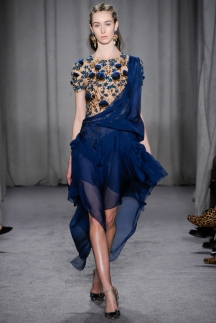 Модное синее платье с неровными краями осень-зима 2014-2015 – Marchesa
