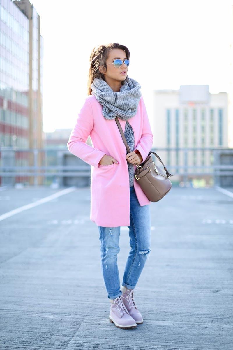 Шапка-шарф с роскошным розовым пальто – фото новинка