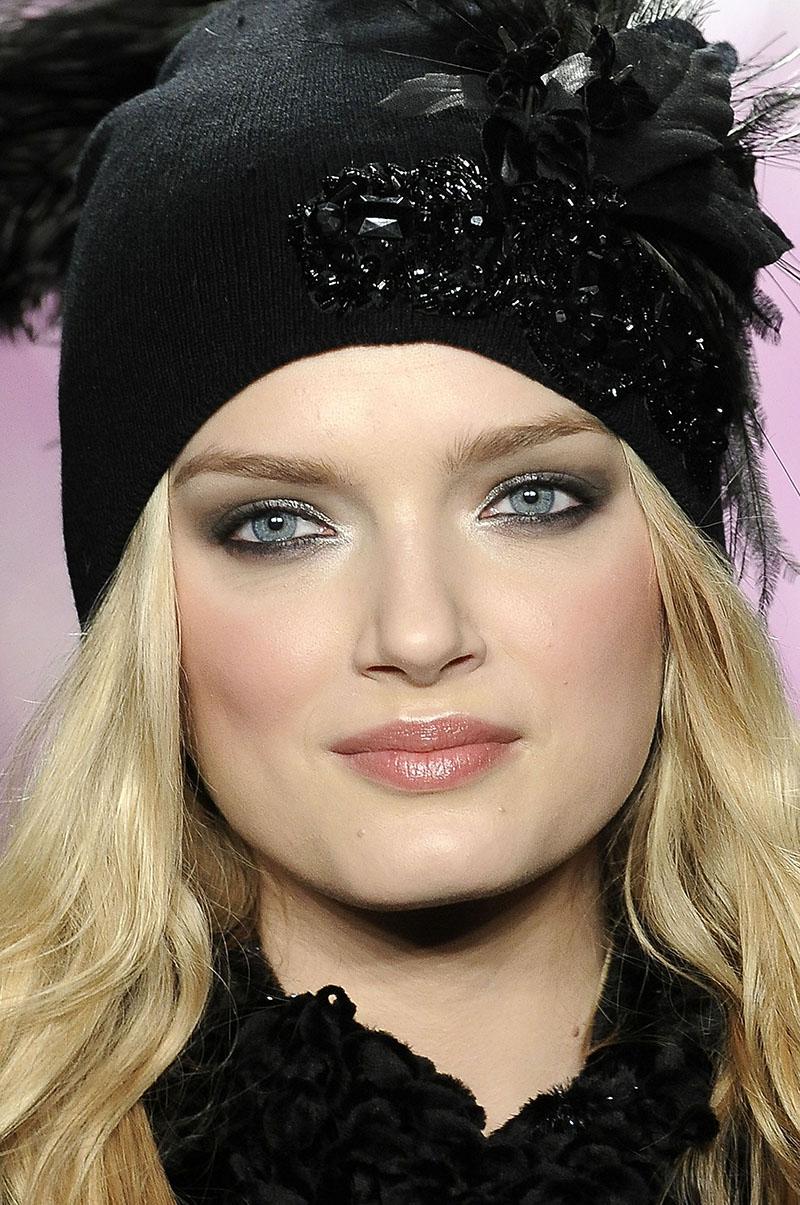 Модная женская зимняя шапка