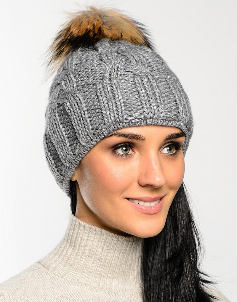 Серая женская шапка с помпоном – фото новинка