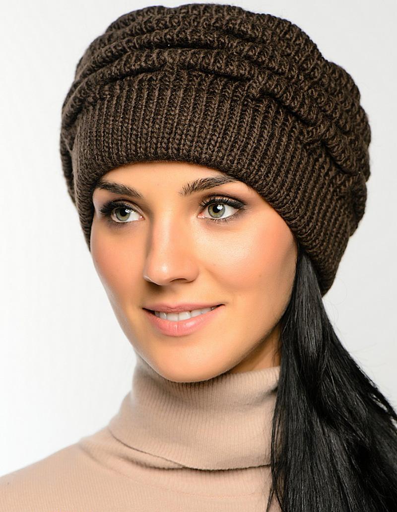 Коричневая вязаная шапка – фото новинки сезона