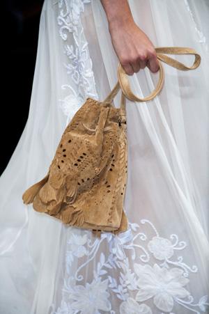 Модная бежевая сумка весна-лето 2015 – Alberta Ferretti