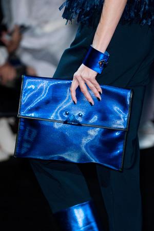 Синяя модная сумка весна лето 2015 от Emporio Armani