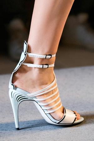 Модные туфли с ремешками весна лето 2015 – Fendi