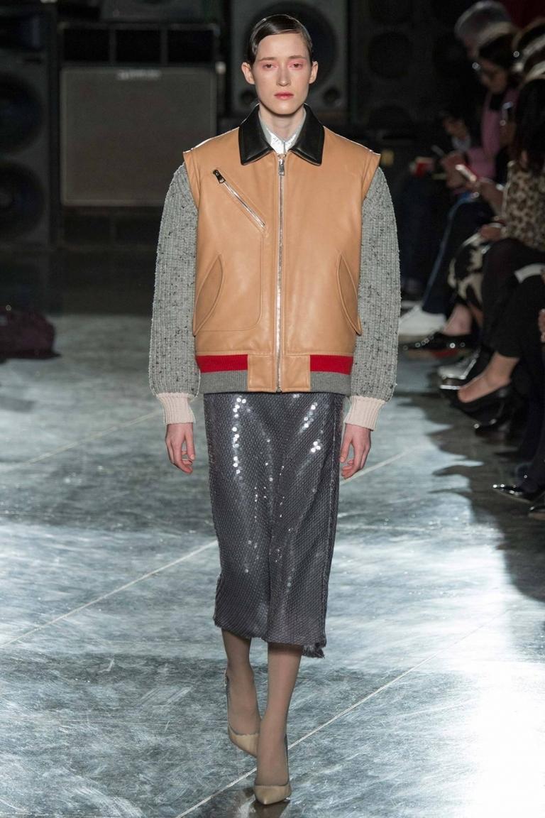 Модная куртка бомбер – фото новинка от Jonathan Saunders